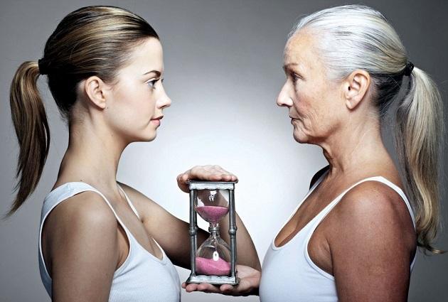 Молодая девочка и пожилая женщина