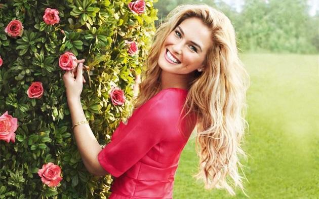 Красивая улыбающаяся женщина